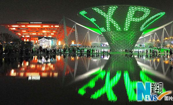 China kelihatan indah dengan dihiasi cahaya lu yang berwarna-warni