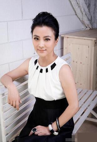 li lingyu yang berasal dari shanghai dan digelar ratu lagu lagu manis ...