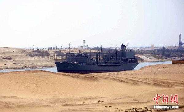 semalam berlayar melalui Terusan Suez Mesir untuk menuju ke Syria