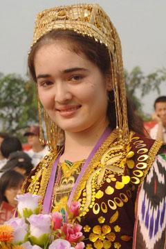 Gadis-gadis etnik Uzbek yang cantik.